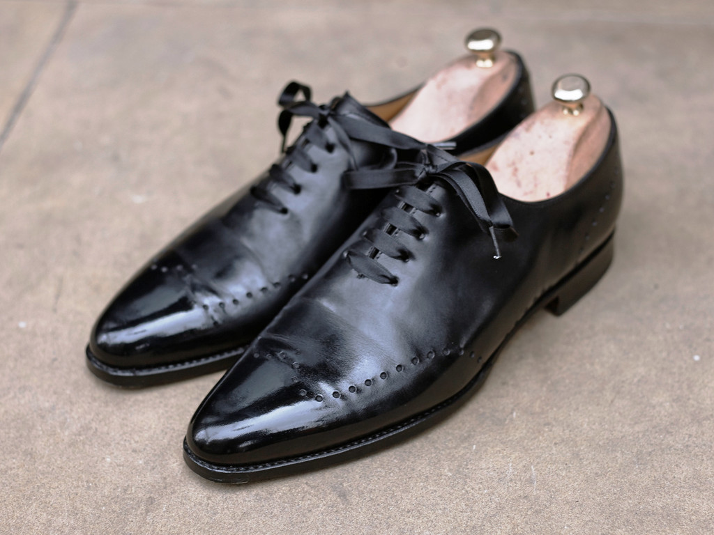 what shoes to wear with a tuxedo satin shoe laces