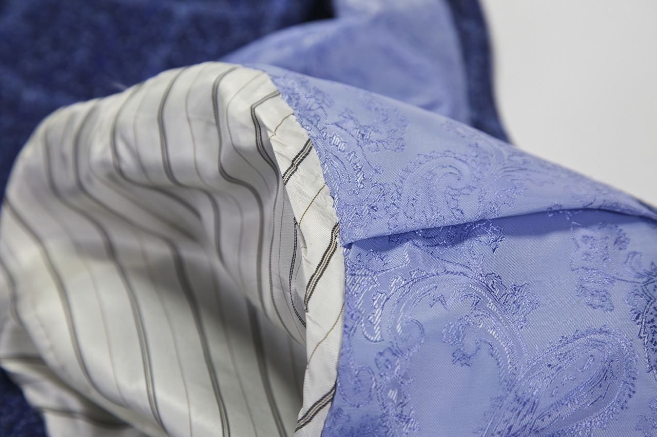 knot standard blue paisley jacket lining