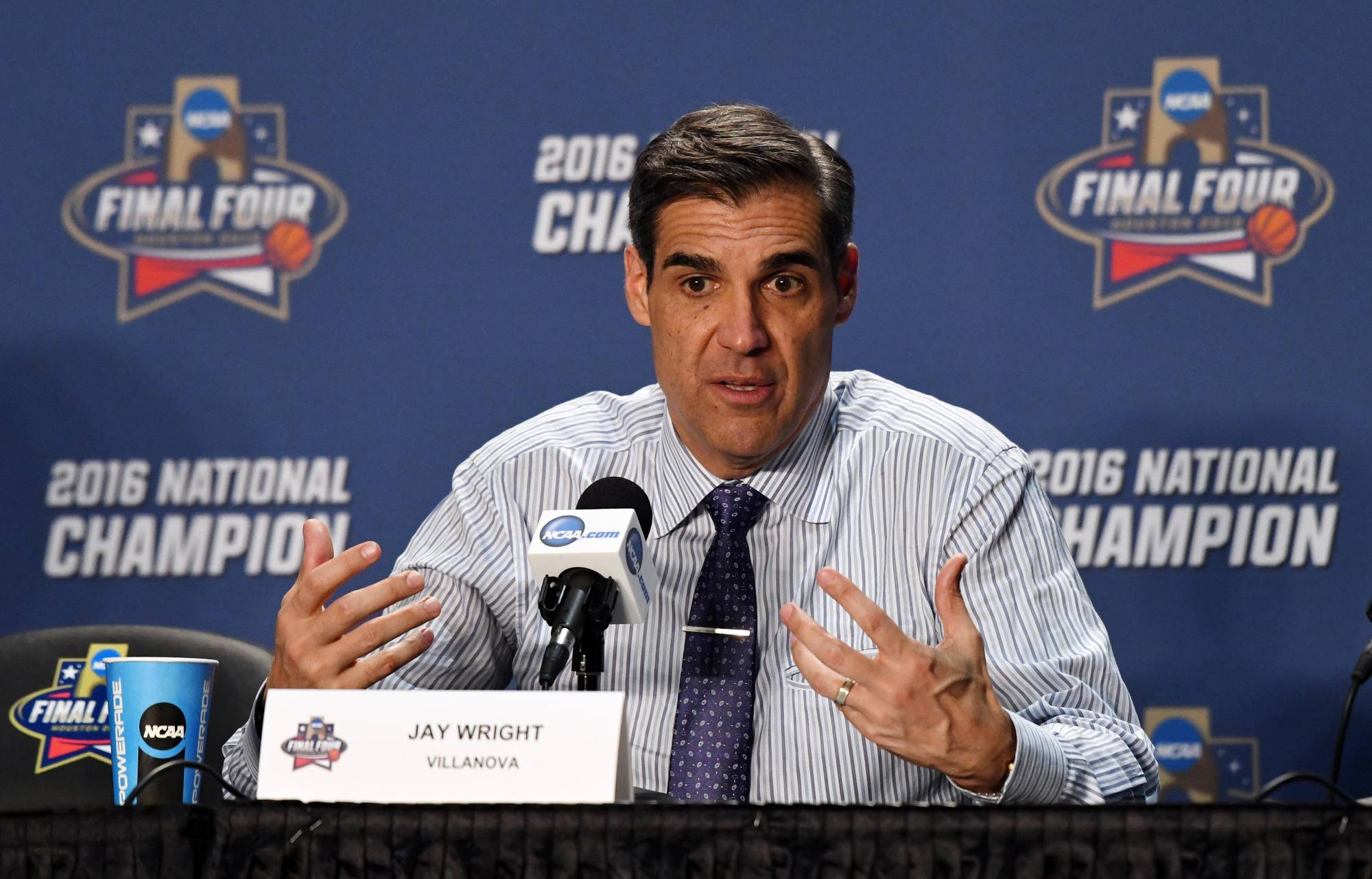 jay wright press confrence - how to dress like jay wright