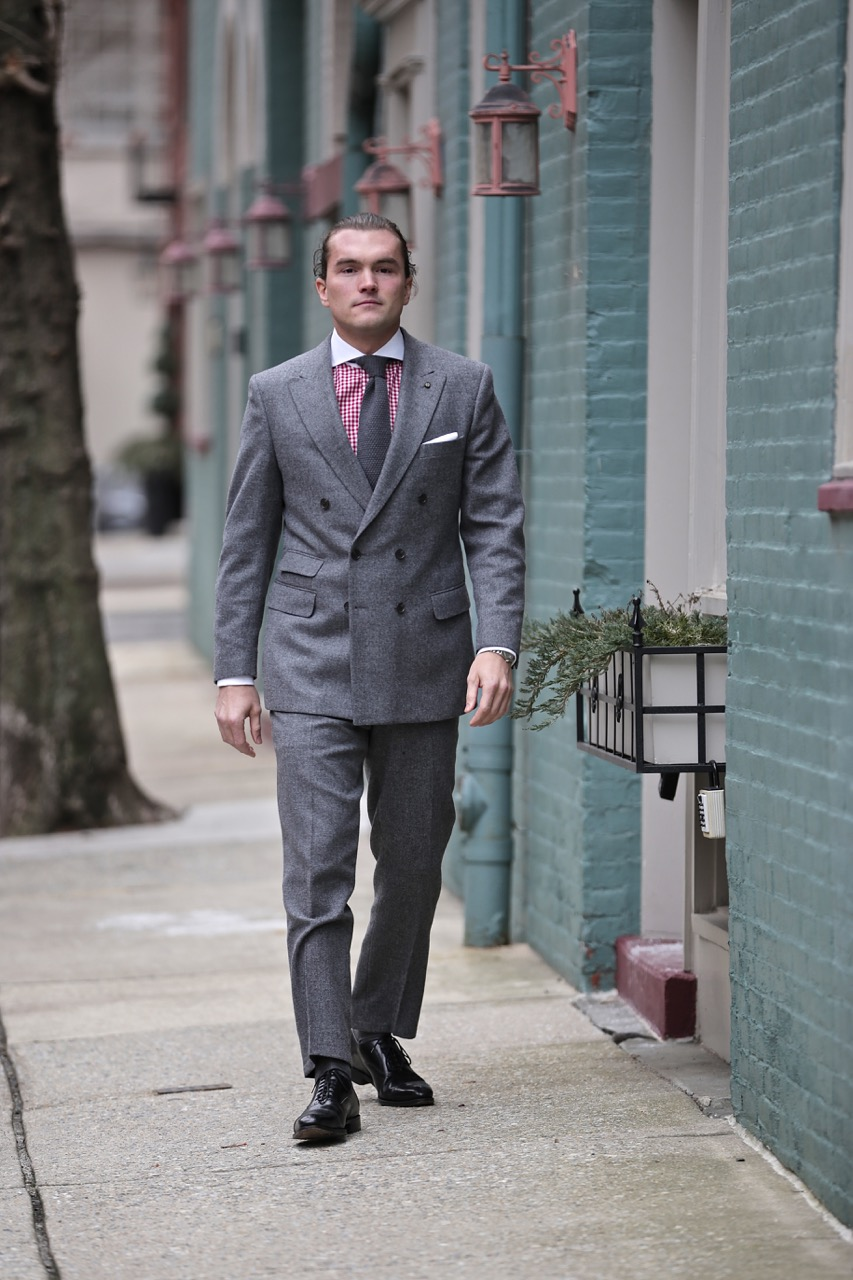 how-to-wear-a-grey-tweed-suit-with-gingham-shirt