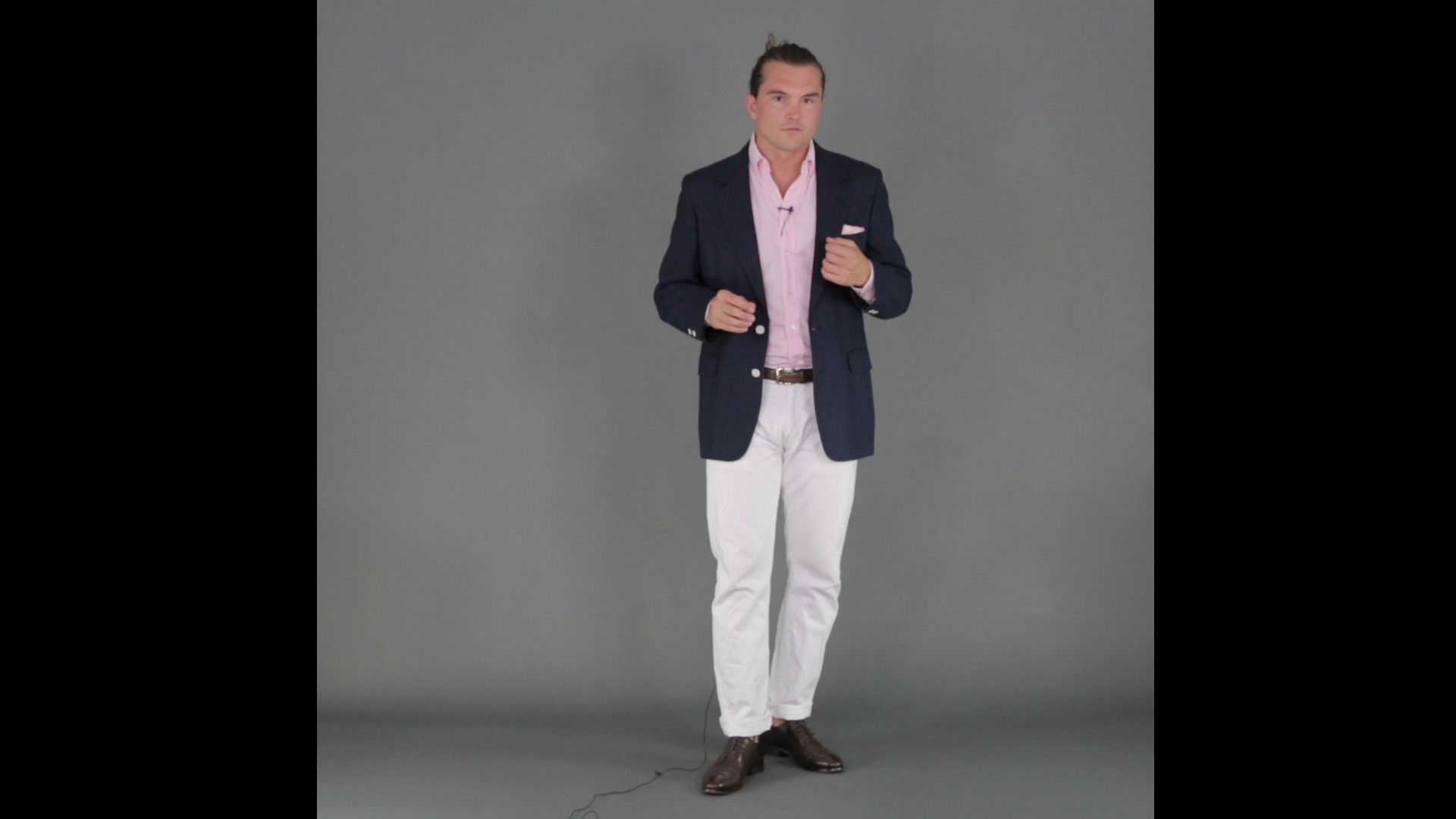 how to wear white jeans men with blue blazer